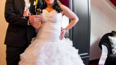 zjawiskowa suknia ślubna cyrkonie