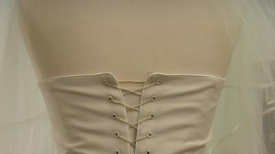 Zjawiskowa suknia slubna firmy Isabel w kolorze szampana