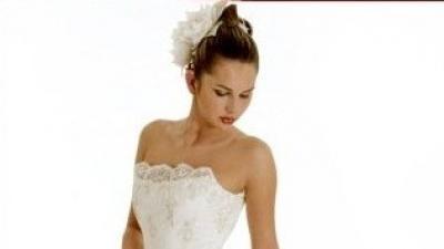 Zmysłowa suknia ślubna w kolorze ecru o połowę taniej