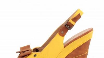 Żółte sandały na koturnie