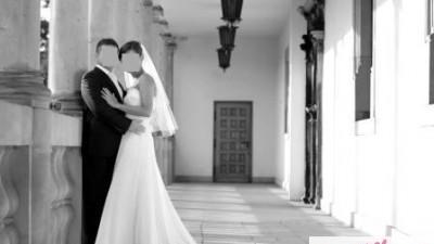 Zwiewa, kobieca i romantyczna suknia ślubna