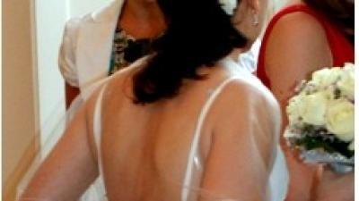 Zwiewna letnia suknia ślubna lub wieczorowa