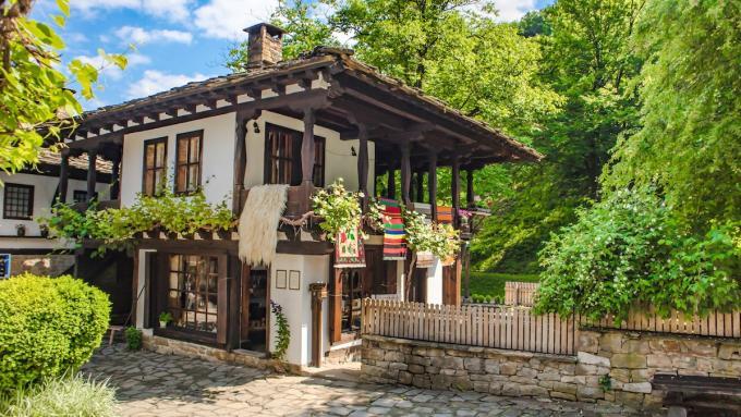 Etar - wioska z pensjonatem w starym architektonicznym stylu