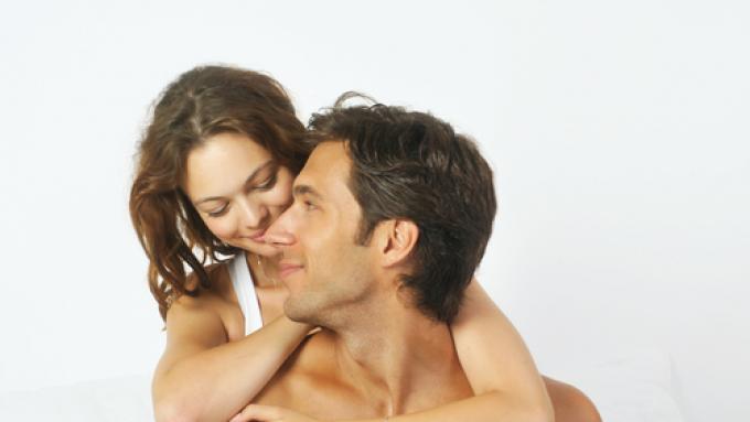pozuje, jeśli ma mały penis masaż penisa w salonie masażu