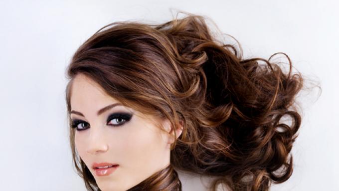 jakie hormony odpowiadają za wypadanie włosów