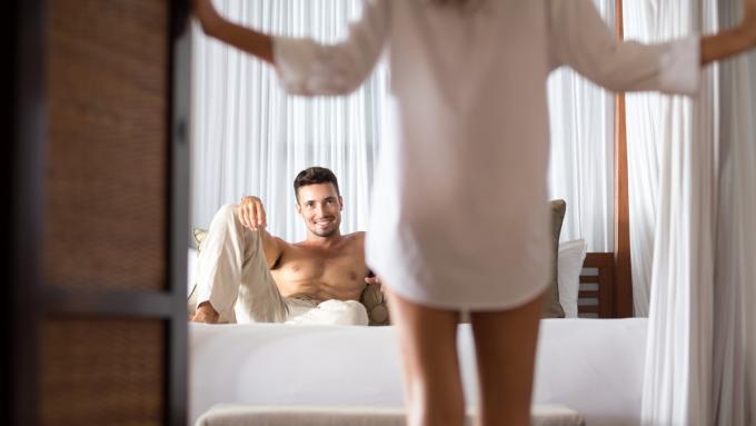 Seks pod prysznicem gorąco