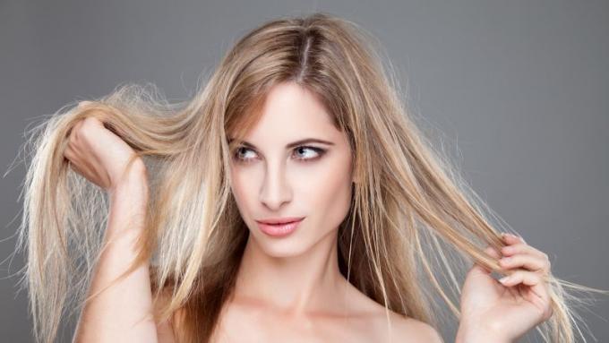 przyczyny nadmiernego wypadania włosów