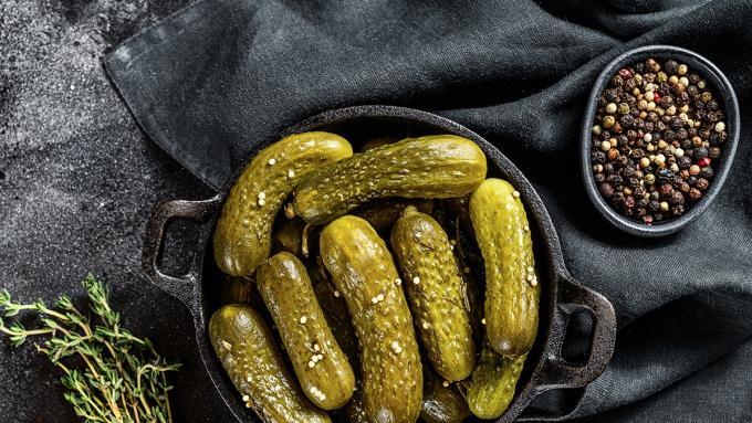 Przetwory z ogórków – przepis na ogórki konserwowe, z curry, w musztardzie, z chili