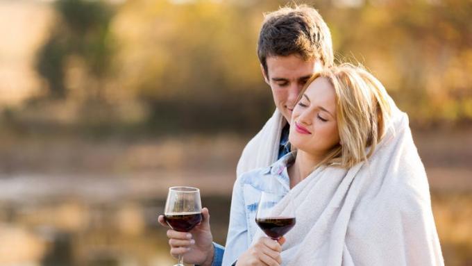 randki z butelkami Avon kosmopolitka umawiająca się z niską dziewczyną
