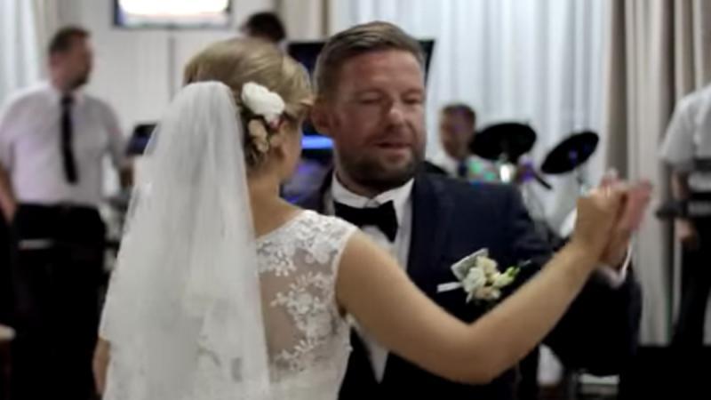Zobacz pierwszy taniec pary z Mińska Mazowieckiego. Dawno nie widziałyśmy czegoś tak zabawnego!