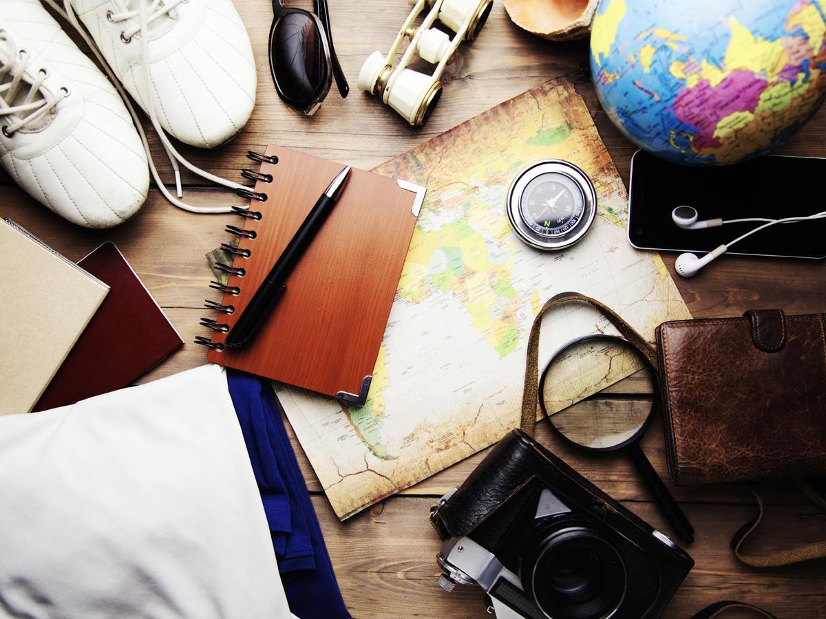10 gadżetów, które musisz mieć ze sobą w podróży. Ułatwią życie i mogą uratować wyjazd