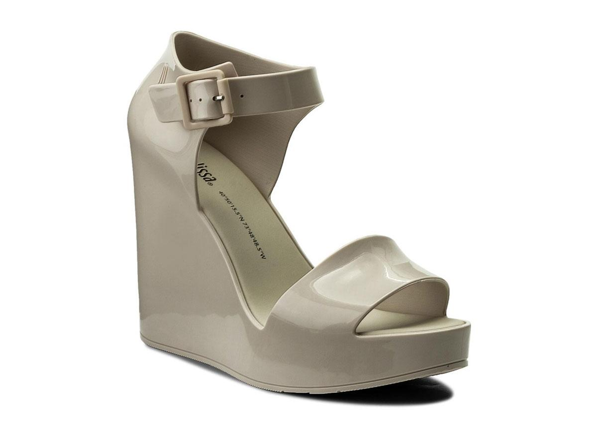Szare sandały na koturnie Melissa