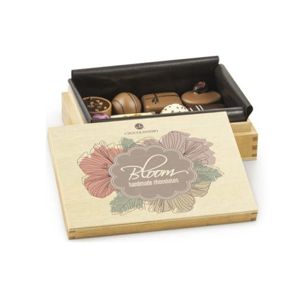 czekoladki w drewnianym opakowaniu