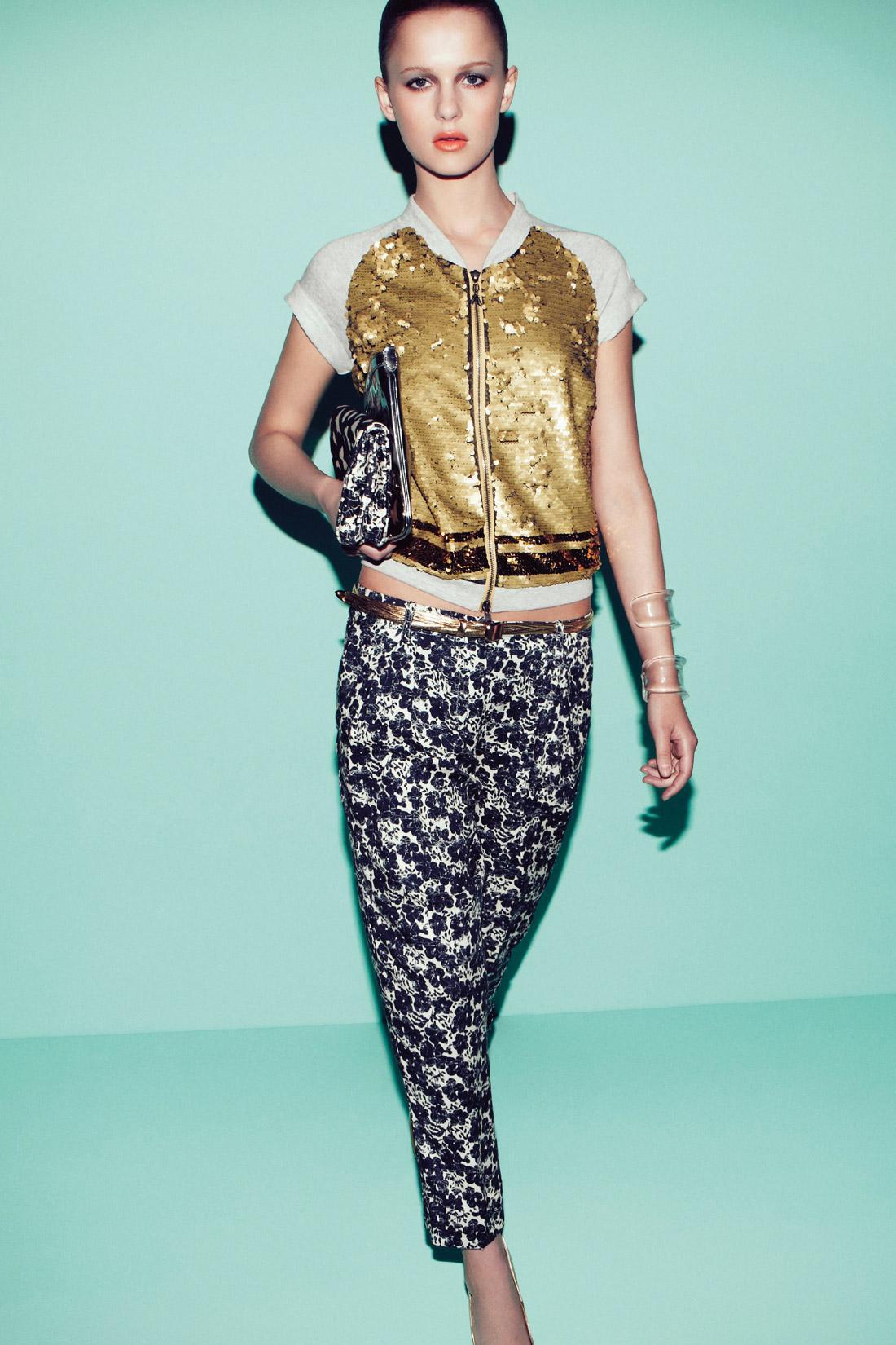 połyskliwa z krótkam rękawem bluza Patrizia Pepe - trendy na lato 2013
