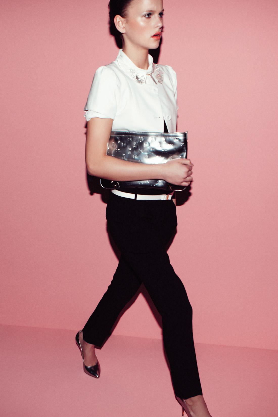kopertówka Patrizia Pepe w kolorze srebrnym - trendy na wiosnę 2013