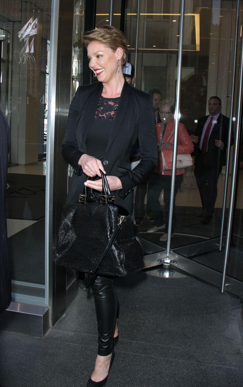 37-letnia Katherine Heigl w stylowym total looku