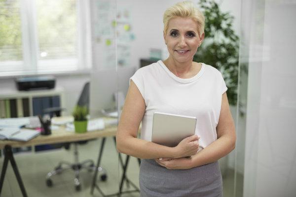 4 stylizacje do biura dla dojrzałych kobiet