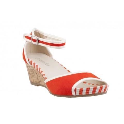 50 par sandałów na płaskiej podeszwie