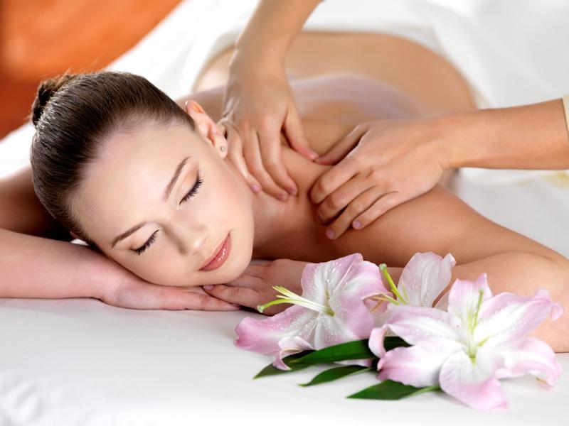 Domowe sposoby na migrenę: - 3. Akupunktura i masaże