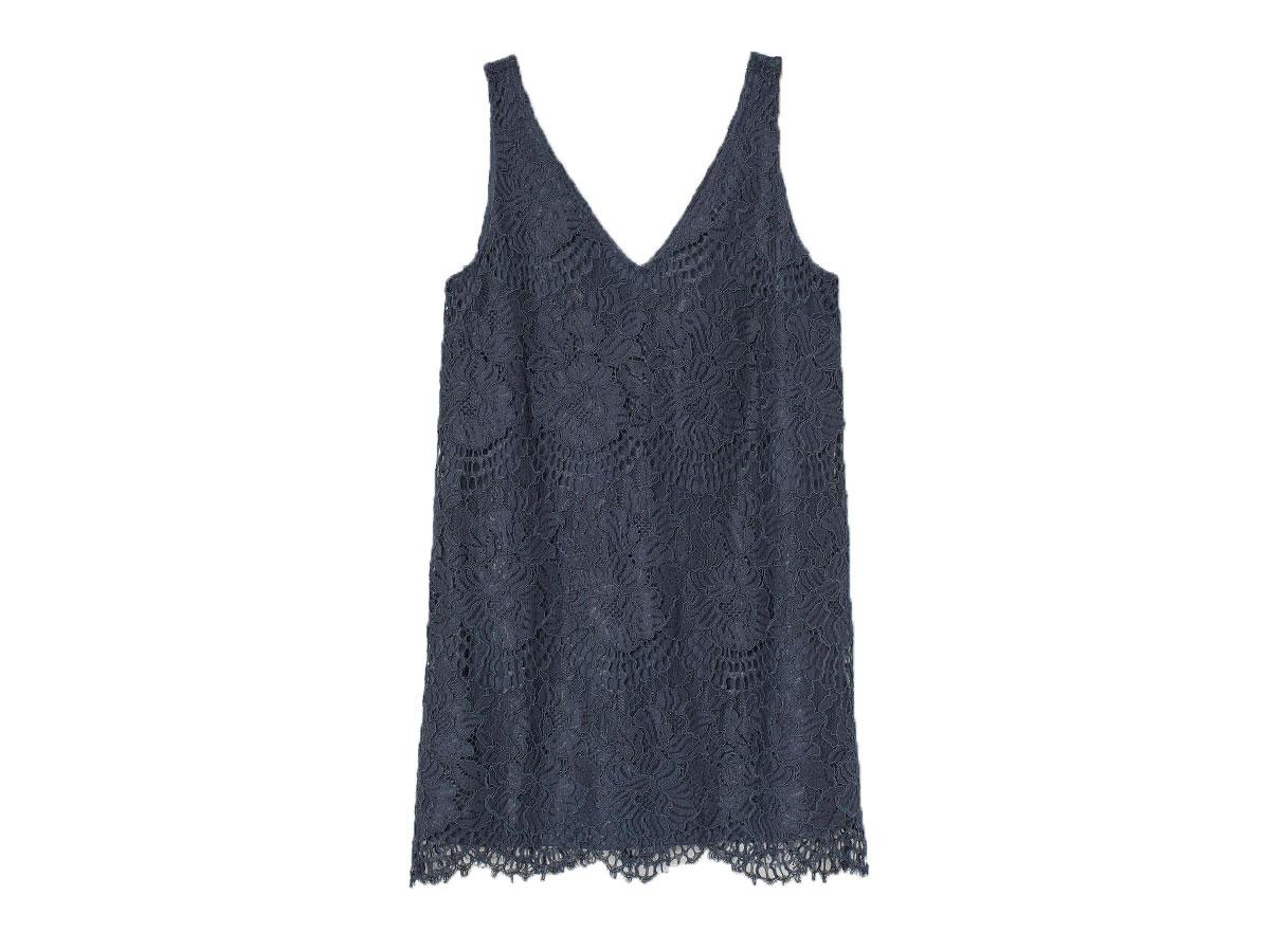 Koronkowa sukienka, H&M, cena ok. 44,90 zł (wcześniej 149,99 zł)
