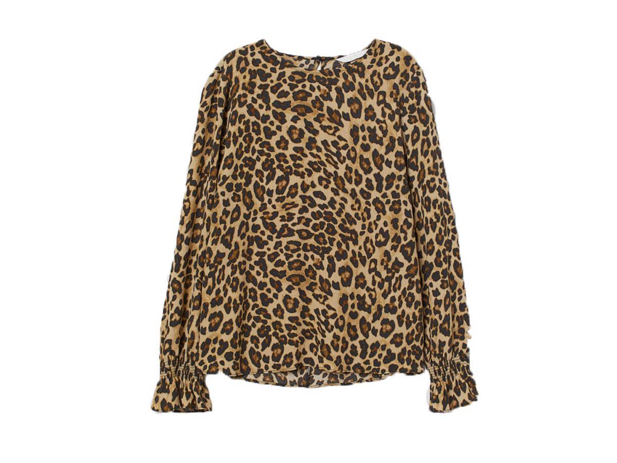 Bluzka w panterkę, H&M, cena ok. 19,90 zł (wcześniej 79,90 zł)