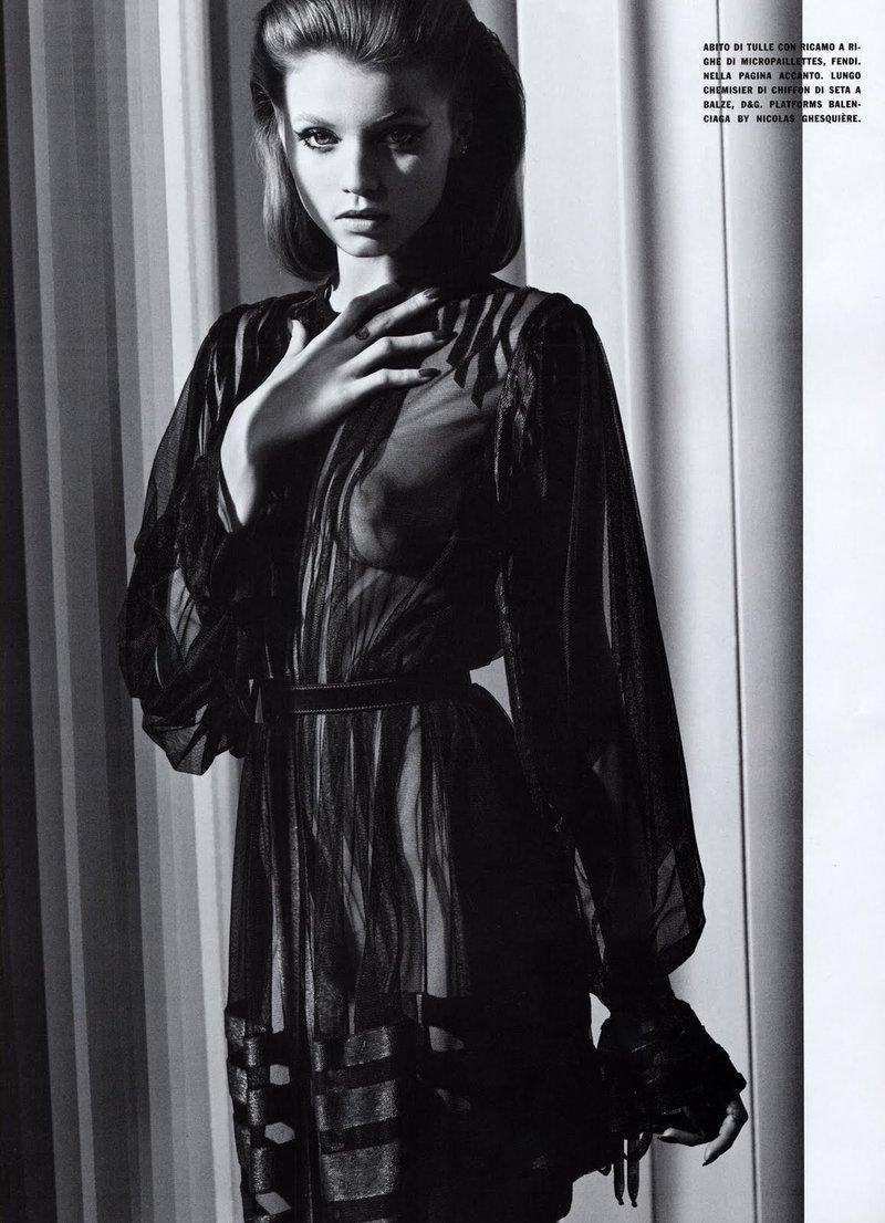 Vogue Italia sierpień 2010 - Abbey Lee Kershaw