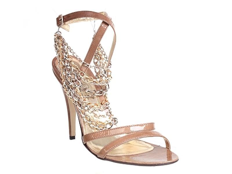 6b80c696be734 beżowe sandały Quazi z łańcuszkiem - moda wiosna lato - Anja Rubik ...