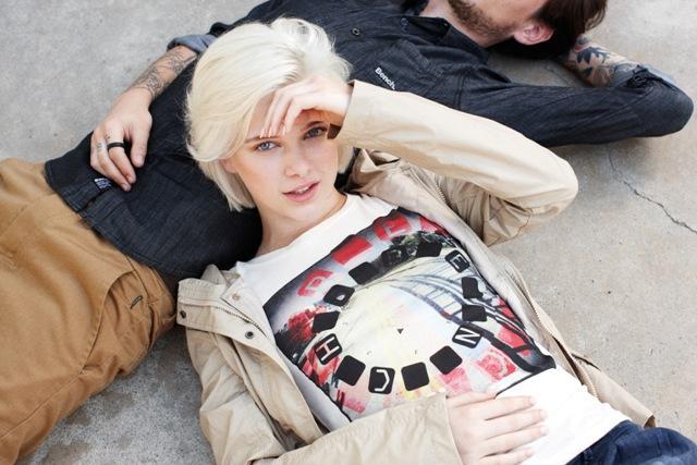 biały t-shirt Bench z nadrukiem - wiosna-lato 2012