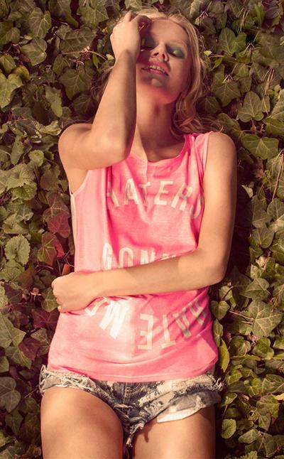 różowe top Bershka z nadrukiem