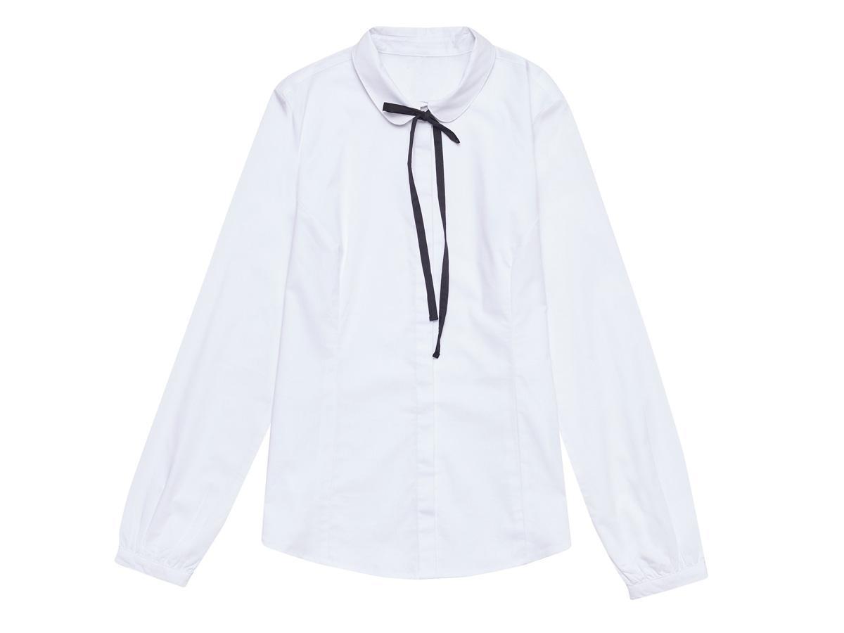 biała bluzka z aksamitką