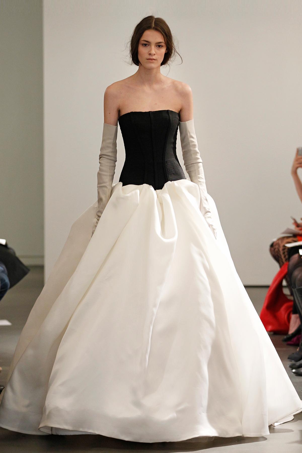 biała suknia ślubna Vera Wang z czarną górą