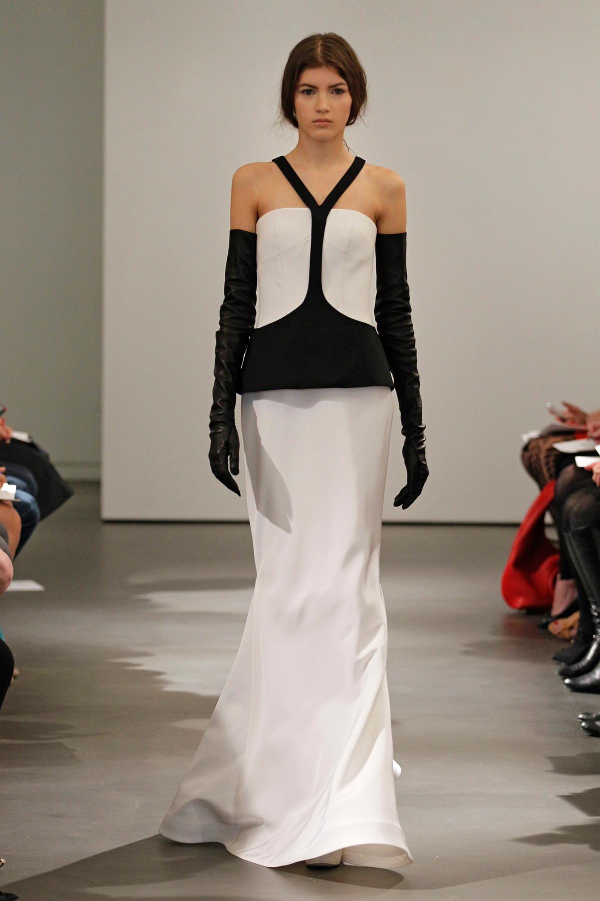 biała suknia ślubna Vera Wang z czarnymi wstawkami