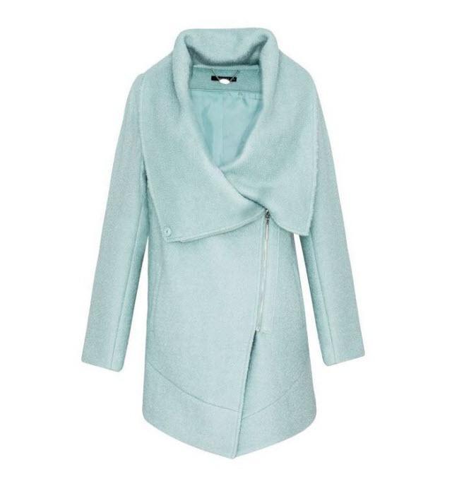 Błękitne ubrania - przegląd półek sklepowych