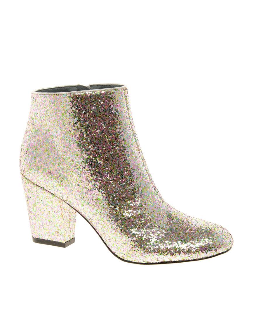 05a3bca043 piękne na niskim obcasie botki Asos w kolorze złotym - piękne buty ...