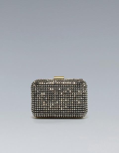 Srebrny kuferek z dodatkiem połyskujących kamieni. Zara, 249 zł