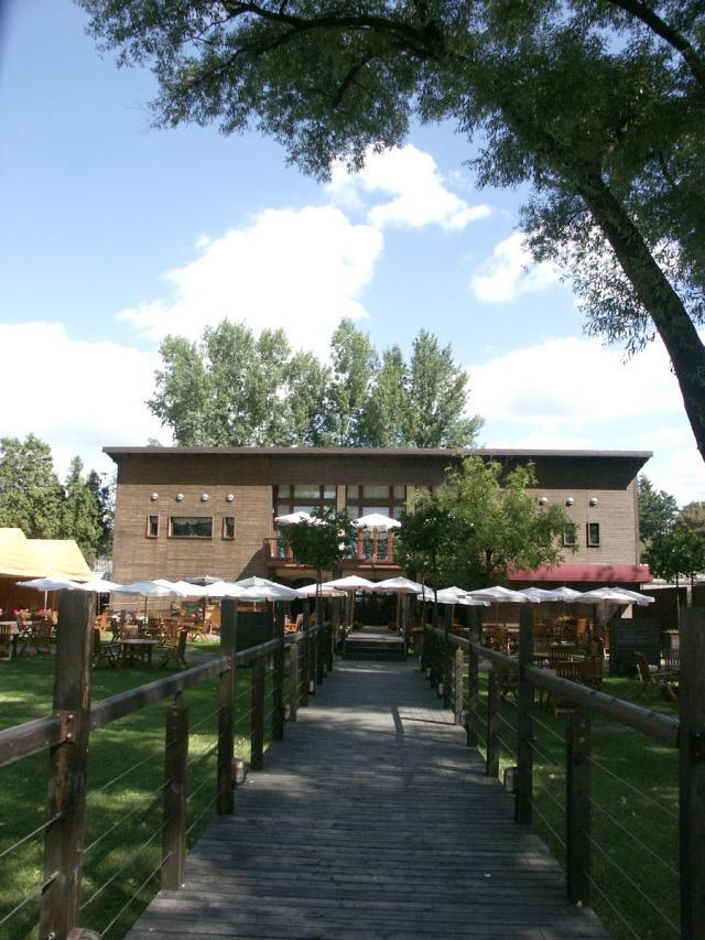 Boathouse Restaurant & Wine Lounge, restauracja