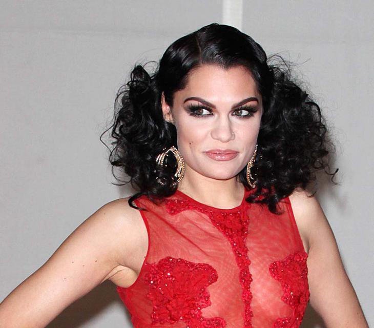 fryzury na Brit Awards 2012, makijaże gwiazd, fryzury gwiazd, Rihanna, Jessie J