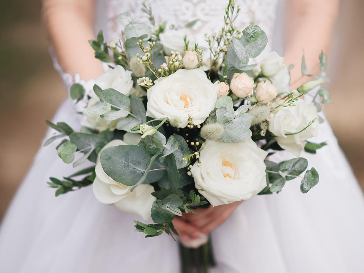 Bukiet ślubny z eustomy białej