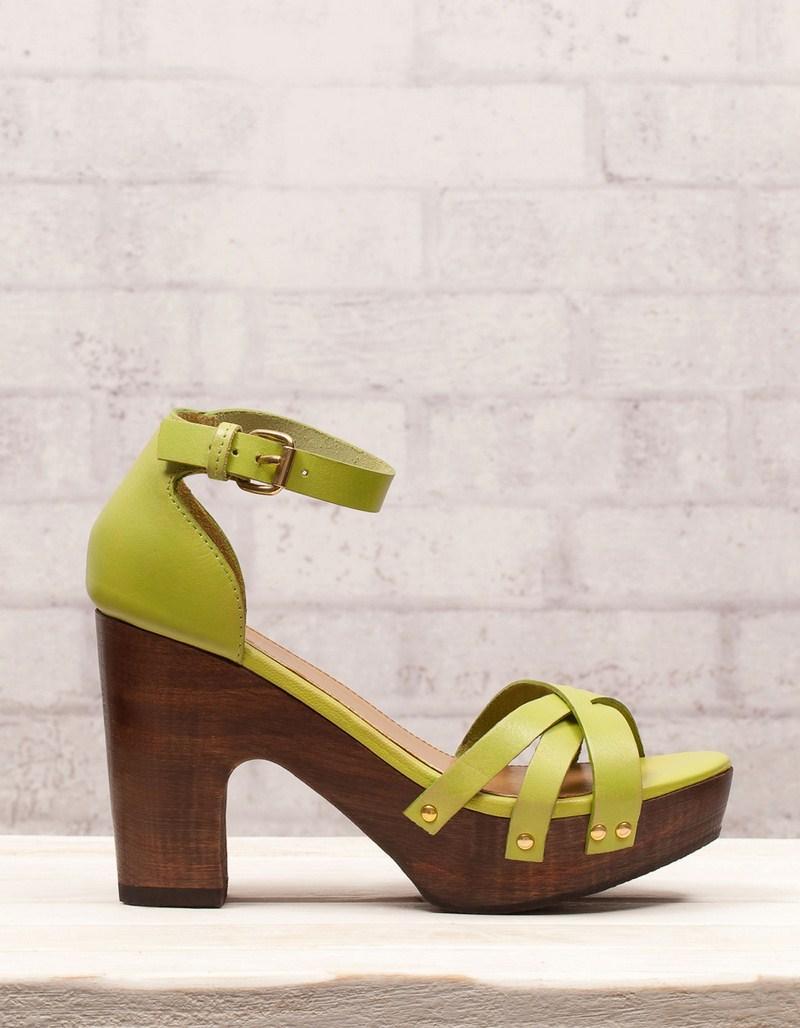 zielone sandały Stradivarius na obcasie - z kolekcji wiosna-lato 2012