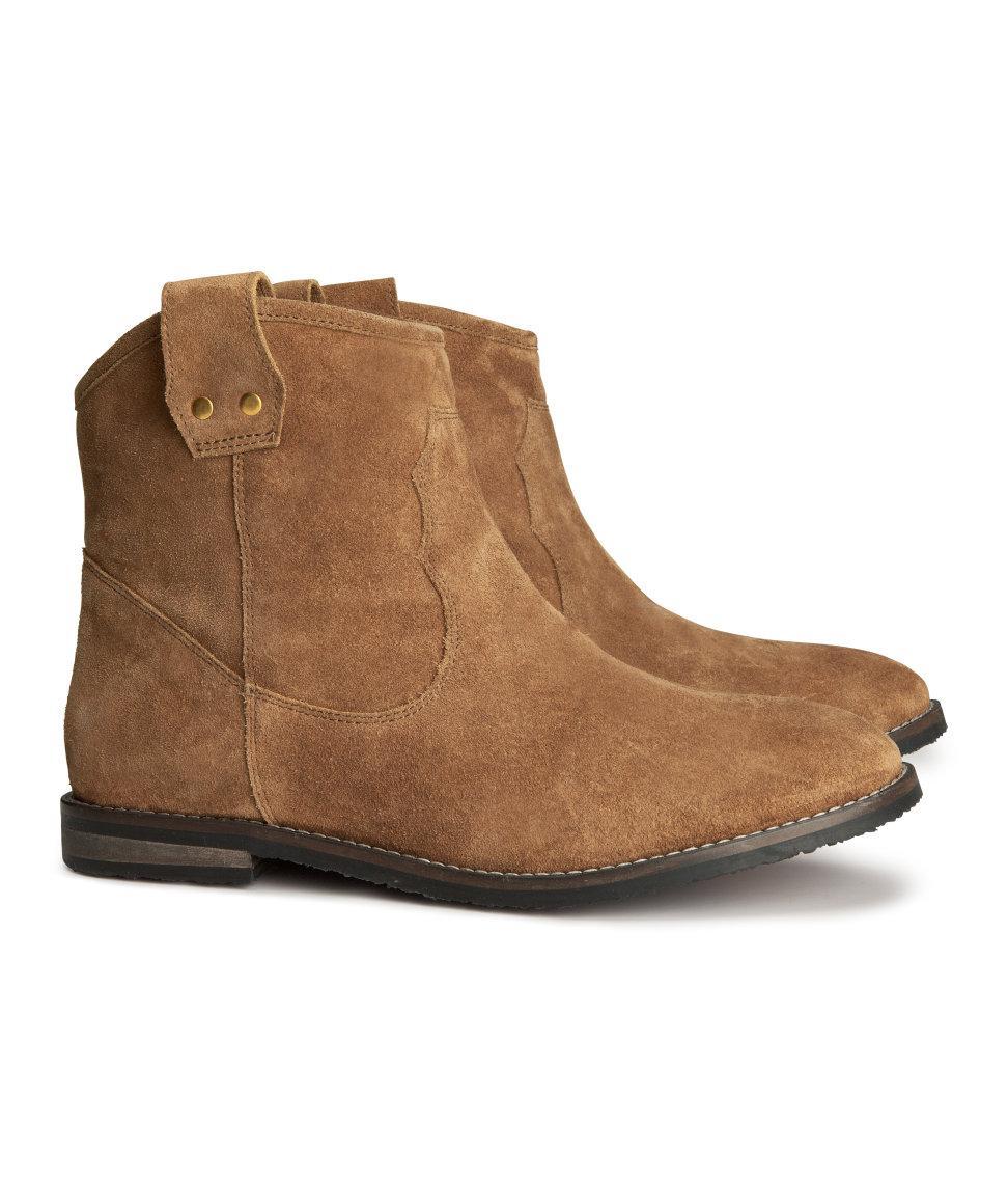 01f252e8ec3cb Buty na jesień i zimę - 25 hitów sezonu! zamszowe botki H&M w kolorze  brązowym - modne buty dla kobiet