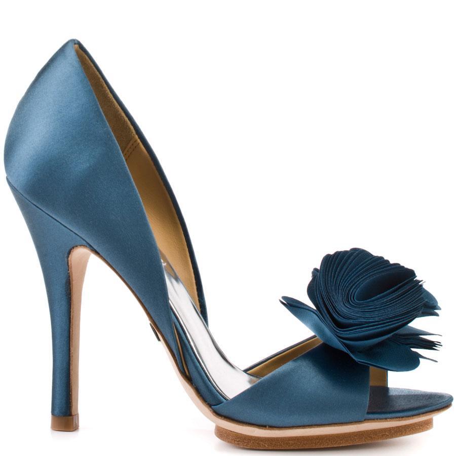 b53cf13e niebieskie buty ślubne Badgley Mischka z kwiatem - Buty ślubne ...