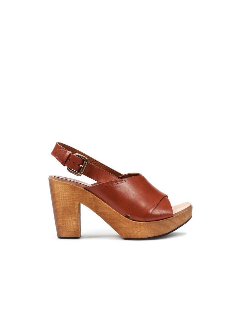 Buty z damskiej kolekcji Zara na wiosnę i lato 2011