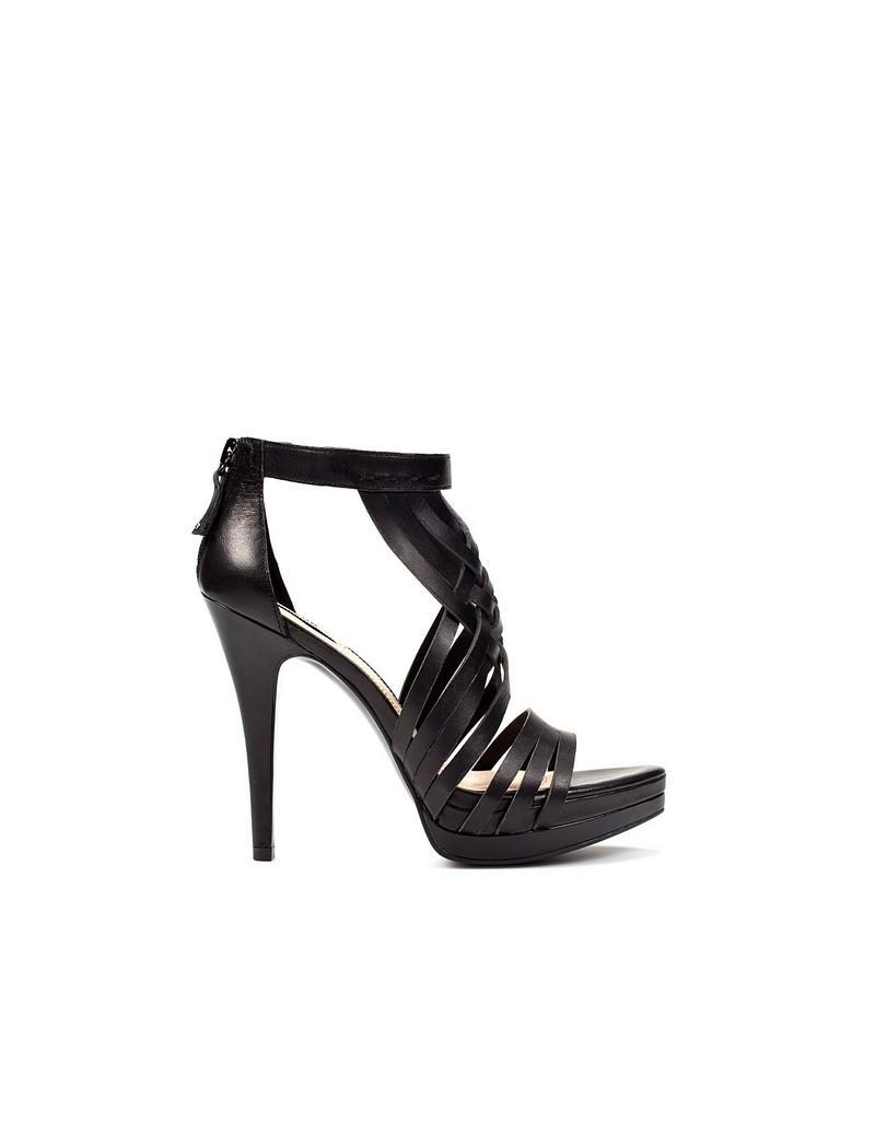czarne sandały ZARA - trendy wiosna-lato