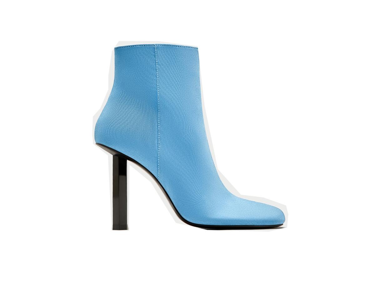 Niebieskie botki na obcasie Zara, cena, ok. 329 zł BUTY