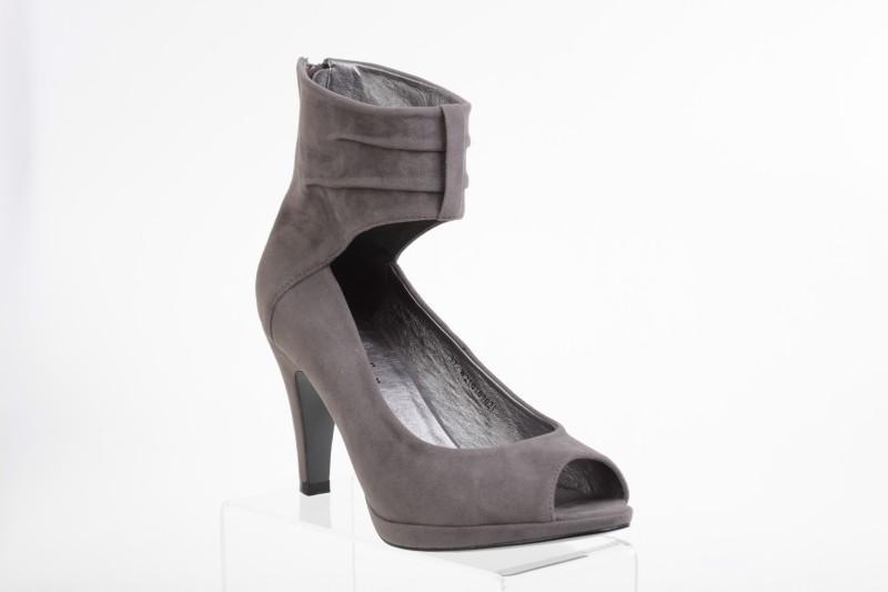 szare pantofle CCC na obcasie - wiosna/lato 2011