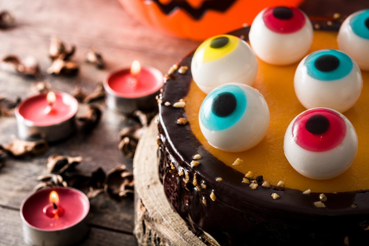 Ciasto na Halloween z oczami
