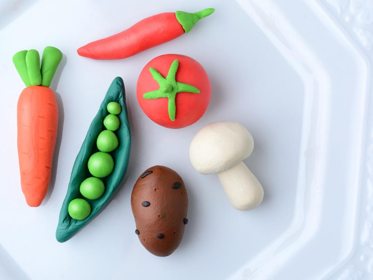 Owoce i warzywa z ciastoliny
