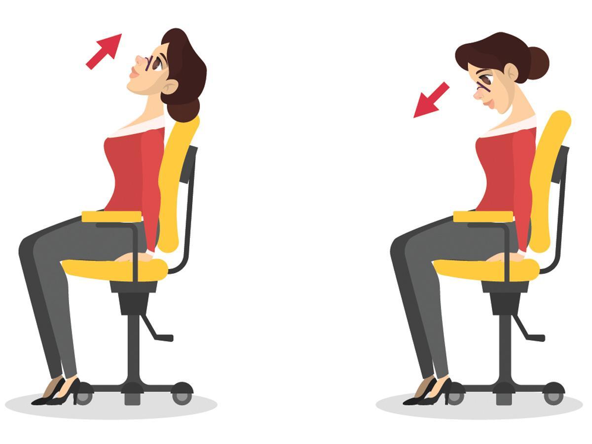 Ćwiczenia przy biurku: przyciąganie i odchylanie szyi