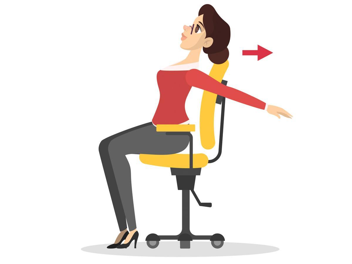 Ćwiczenia przy biurku: rozciąganie klatki piersiowej