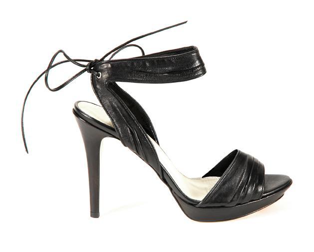 czarne sandały Venezia - moda 2011